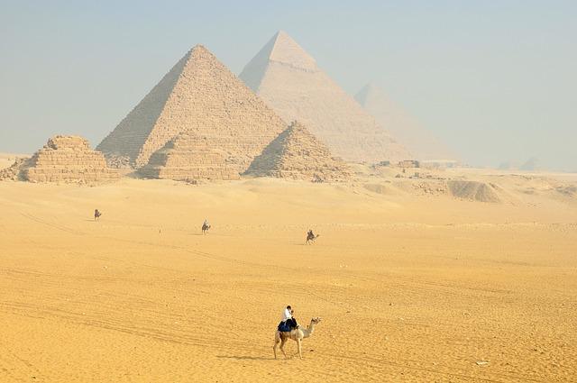 Piramisok, kőtömbök, régi építmények és ami összeköti ezeket